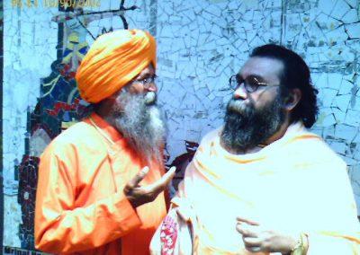 Prabhuji with Swami-Queens